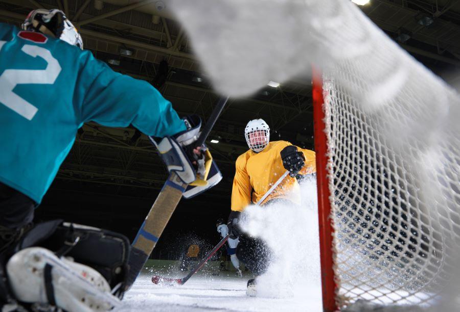Ice hockey players near the goal